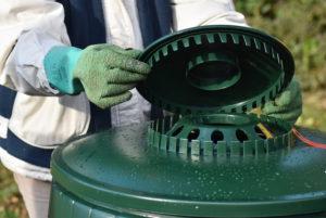 Système de ventilation d'un fût à compost avec position hiver / été